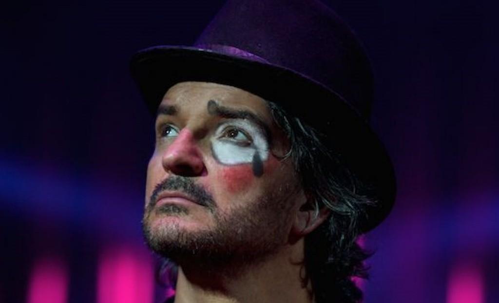 Ricardo Arjona anuncia su regreso con 'Circo Soledad' y estrena 'Ella'
