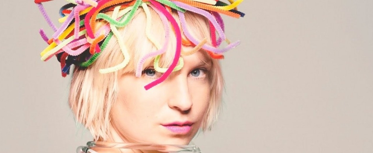 Sia publica la edición deluxe de su último disco 'This Is Acting'