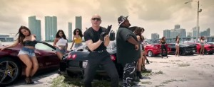 'Pitbull' a toda velocidad en su video 'GreenLight'