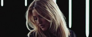 Ellie Goulding publica el video de 'Still Falling For You'