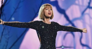Taylor Swift homenajea a sus 'swifties' en el video de 'New Romantics'