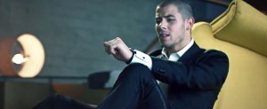 Nick Jonas publica el videoclip del tema 'Under You'